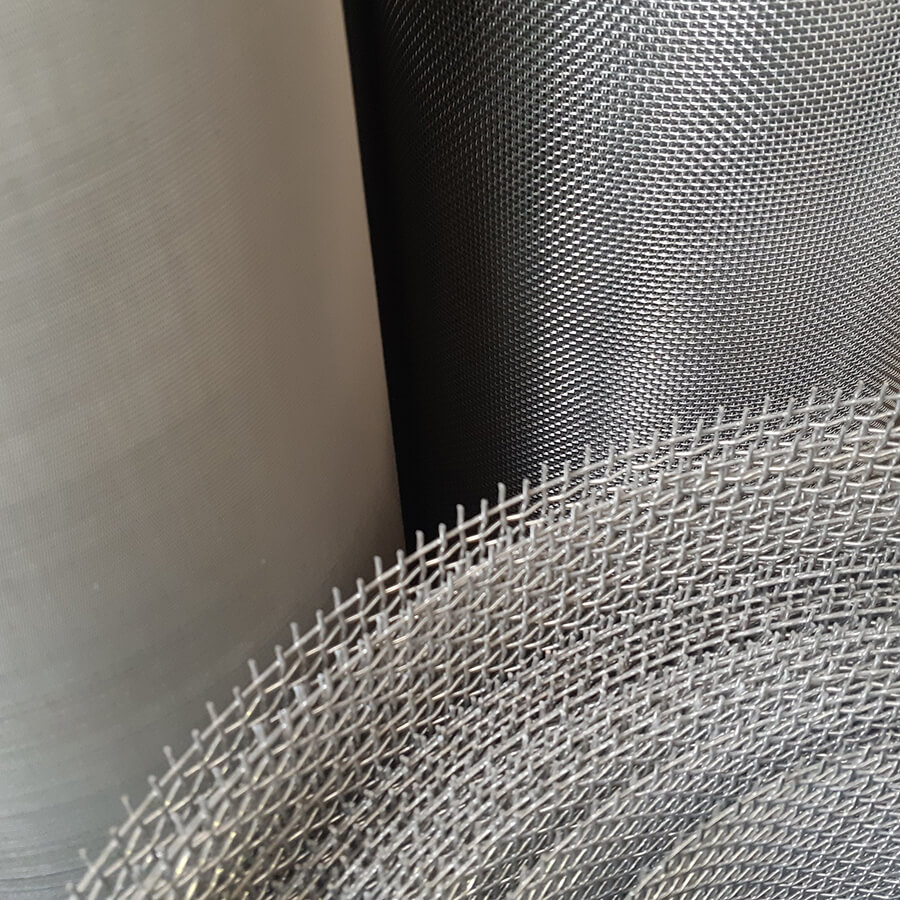 Detalhe dos rolos de tela de aço galvanizado