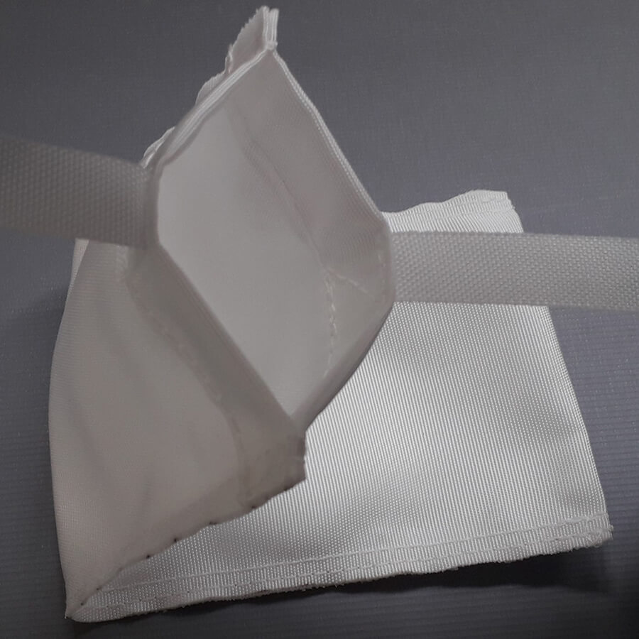 imagem que destaca os detalhes da abertura e acabamentos do saco anódico