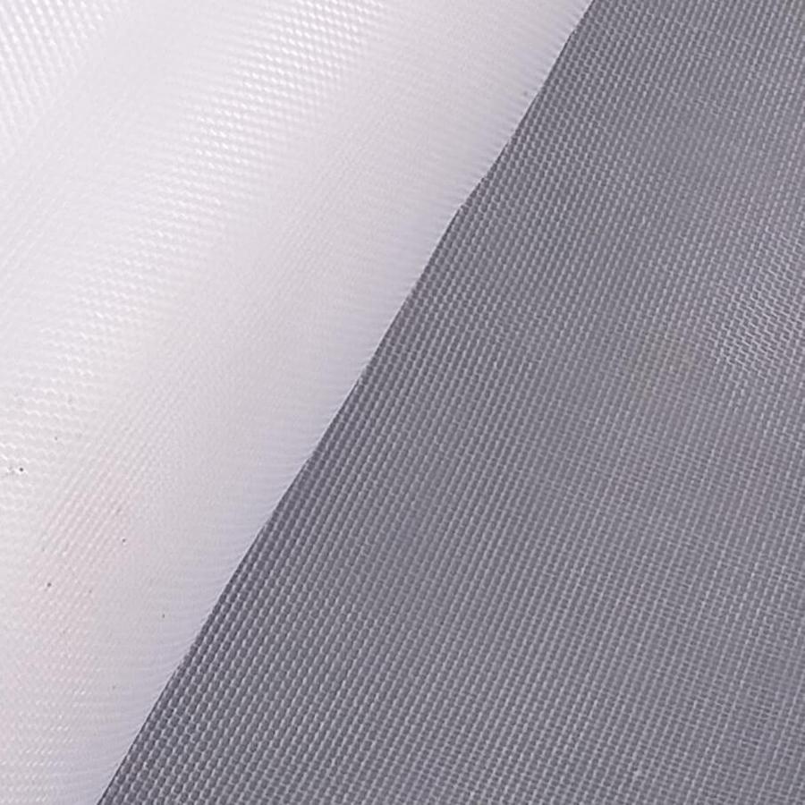 Detalhe de um rolo de tela sintética