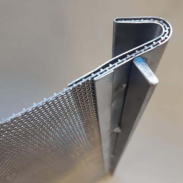 Detalhe da peneira com acabamento capa e gancho